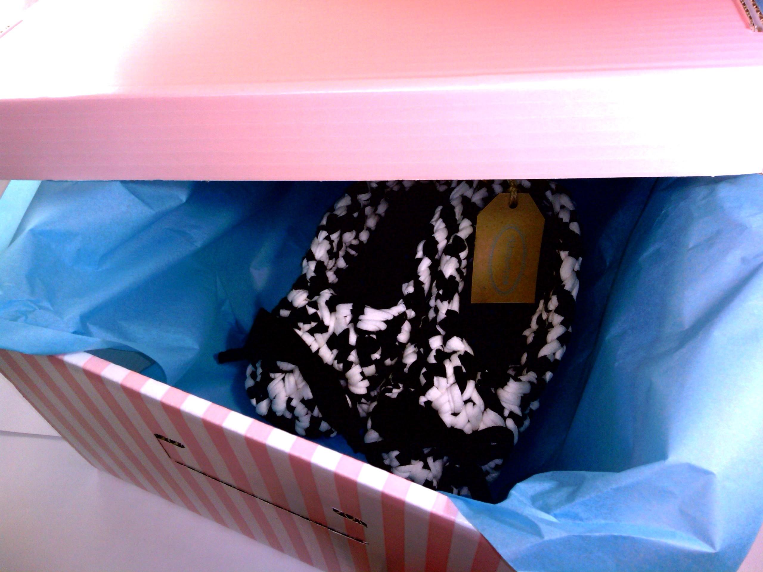 zapatillas-granchillo-xl-trapillo-adoraideas-blanco-negro-caja