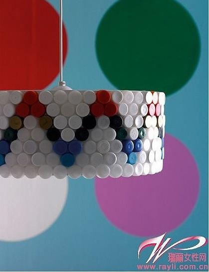 lampara-tapones-plastico-reciclar-adoraideas