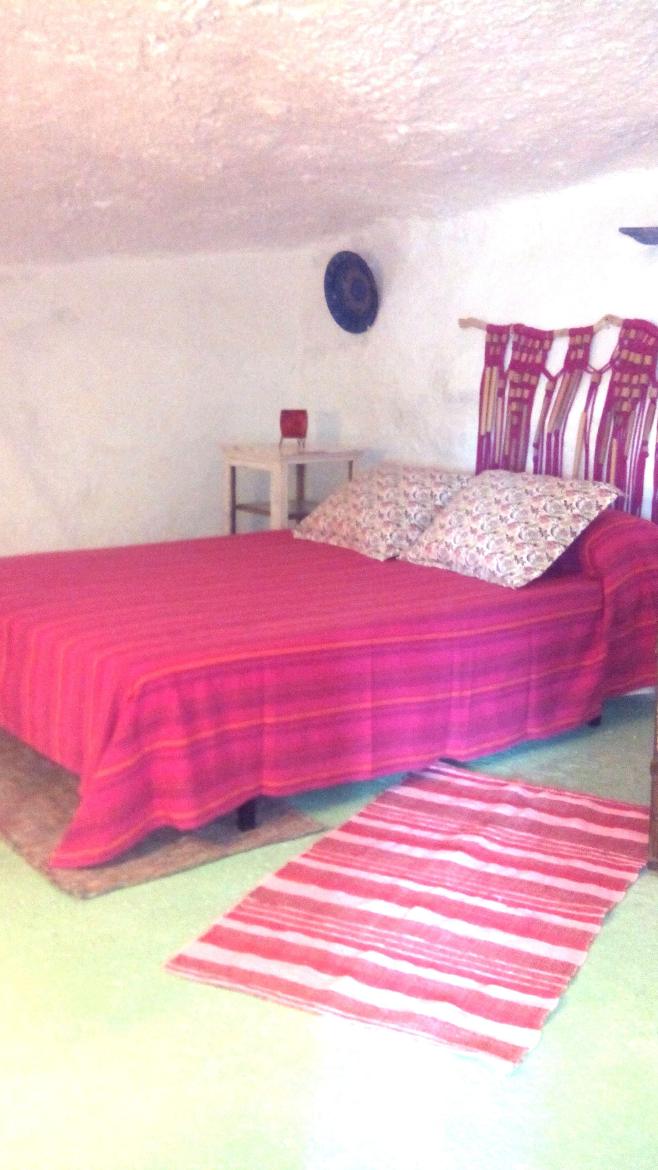dormitorio-casacueva-almeria-cabecero-macrame-trapillo-adoraideas