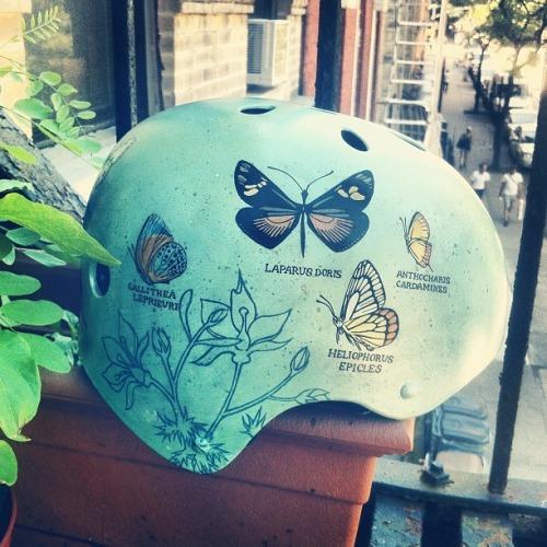 bici-casco-pintado-a-mano-adoraideas